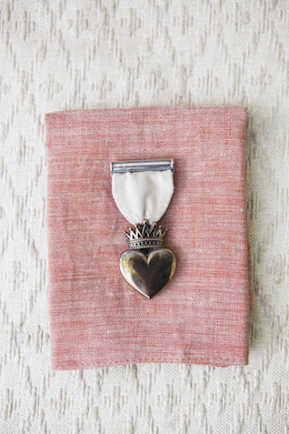 Love medal | Monashee Photography | see more on: http://burnettsboards.com/2015/08/bohemian-elopement/