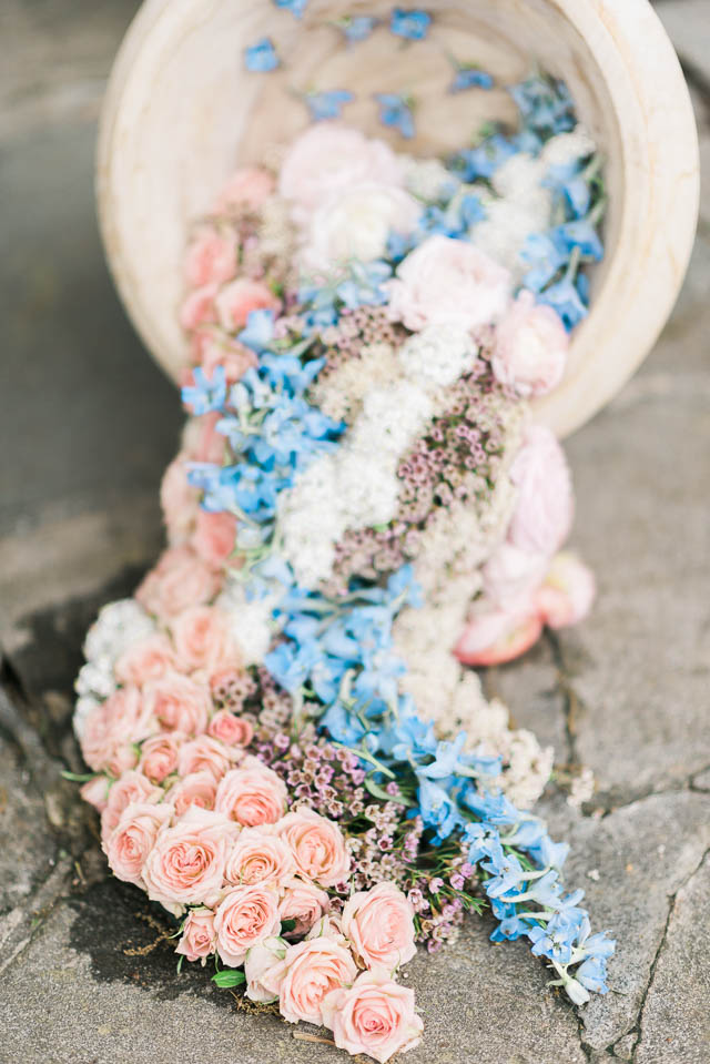 Flowers spilling from urn ⎪Elizabeth Fogarty Photography ⎪see more on: http://burnettsboards.com/2015/08/ethereal-virginia-wedding/