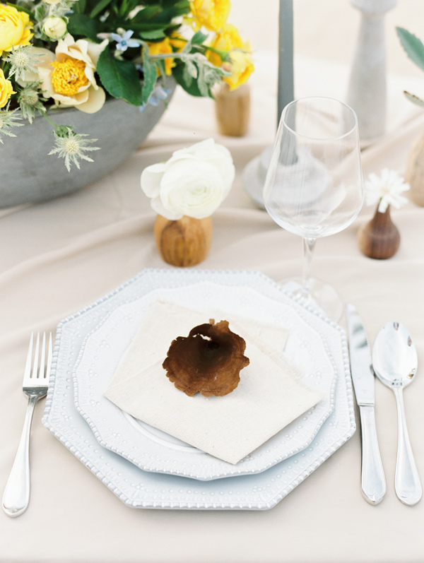 minimalist place setting - photo by D'Arcy Benincosa Photography http://ruffledblog.com/minimalist-sand-dunes-wedding-inspiration