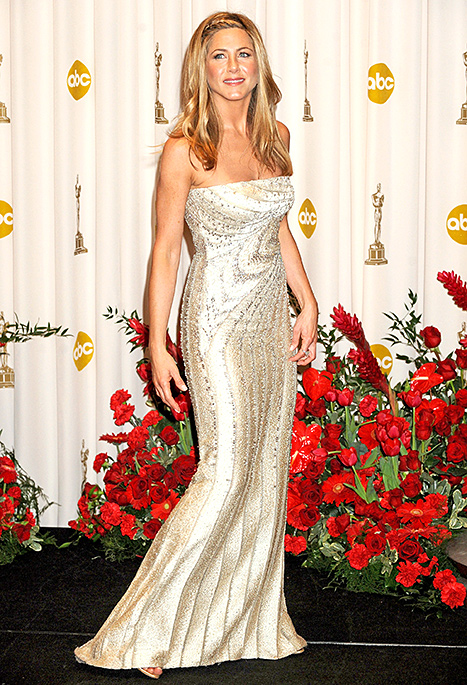 Jennifer Aniston poses in the 81st Annual Academy Awards press room held at The Kodak Theatre on February 22, 2009 in Hollywood, California.