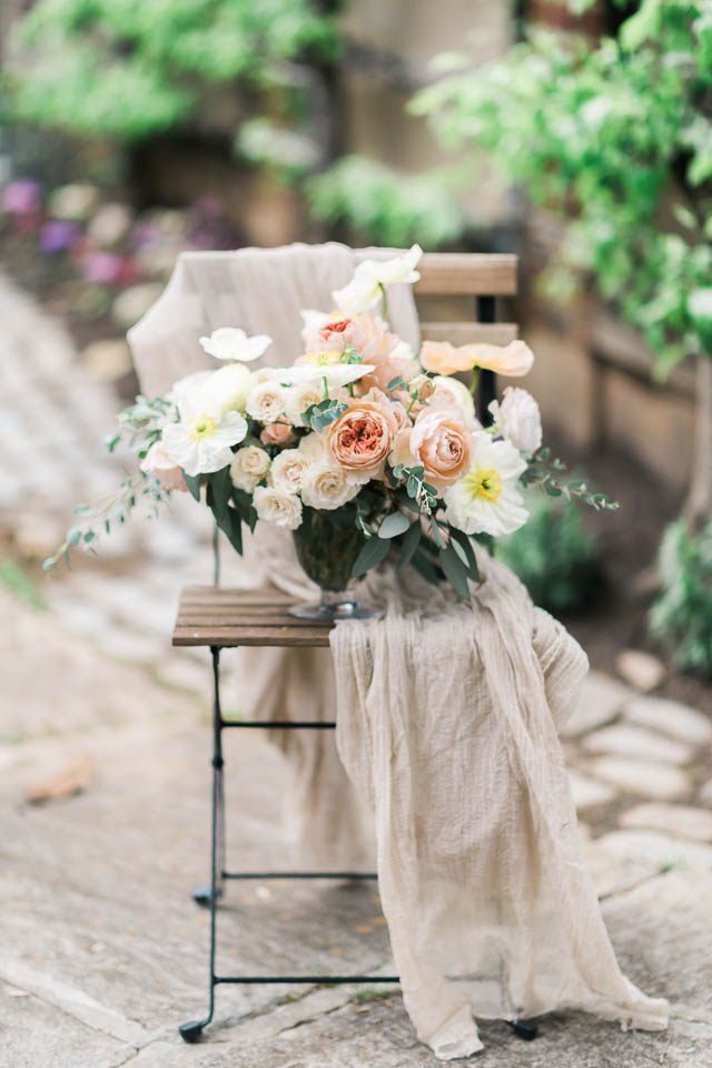 Peach and pale yellow floral centerpiece ⎪Elizabeth Fogarty Photography ⎪see more on: http://burnettsboards.com/2015/08/ethereal-virginia-wedding/