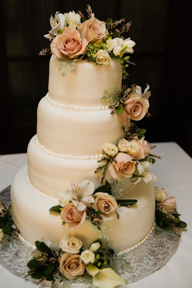 Classic and Elegant Wedding Cake - Matthew J. Wagner Fine Photography
