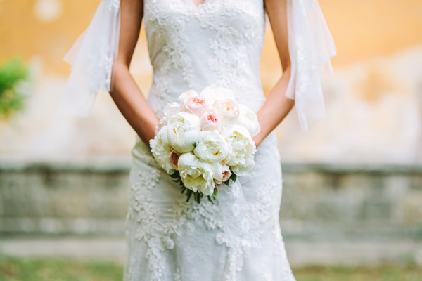 ivory bouquet - photo by Studio A+Q http://ruffledblog.com/destination-wedding-in-florence-at-vincigliata-castle