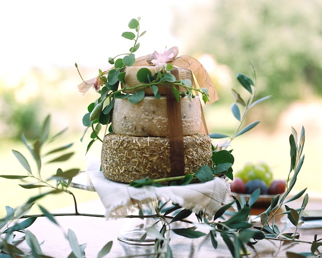 Cheese wheel wedding cake ⎪Igloo Photo ⎪ see more on: http://burnettsboards.com/2015/08/tuscan-wedding-touch-whimsy/