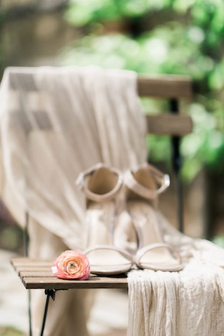 Strappy wedding heels ⎪Elizabeth Fogarty Photography ⎪see more on: http://burnettsboards.com/2015/08/ethereal-virginia-wedding/
