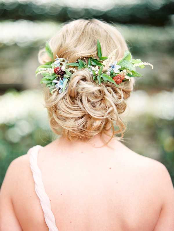 bridal hair with flowers - photo by Morning Light by Michelle Landreau http://ruffledblog.com/birth-of-venus-wedding-inspiration
