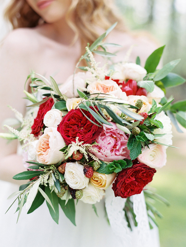romantic wedding bouquet - photo by Morning Light by Michelle Landreau http://ruffledblog.com/birth-of-venus-wedding-inspiration