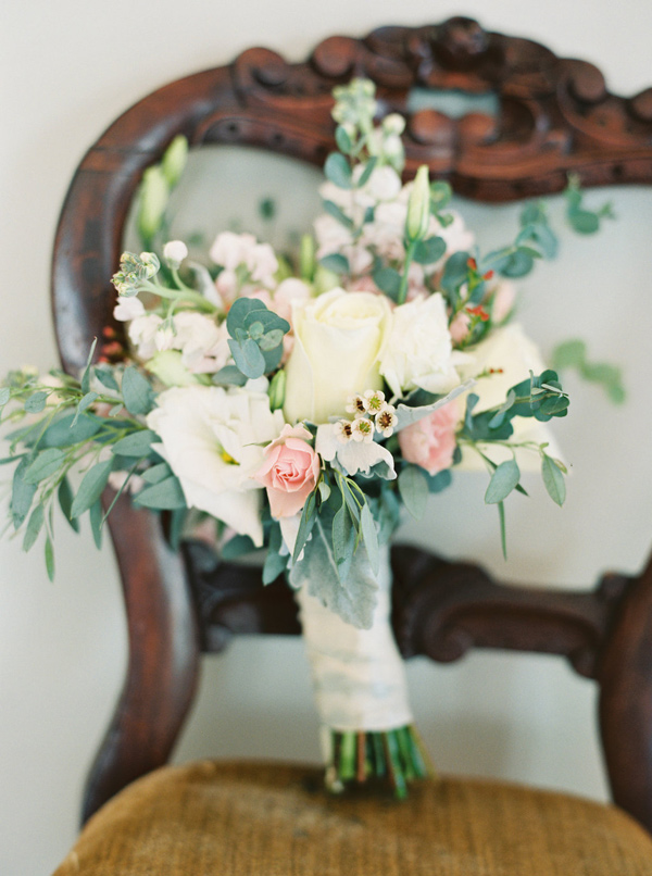 spring bouquet - photo by Sawyer Baird http://ruffledblog.com/romantic-north-carolina-beach-wedding
