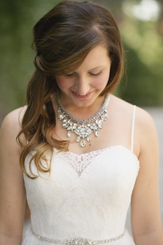 Glamorous bridal style ⎪Laura Fulmer ⎪see more on: http://burnettsboards.com/2015/08/naturally-beautiful-wedding-dresses/