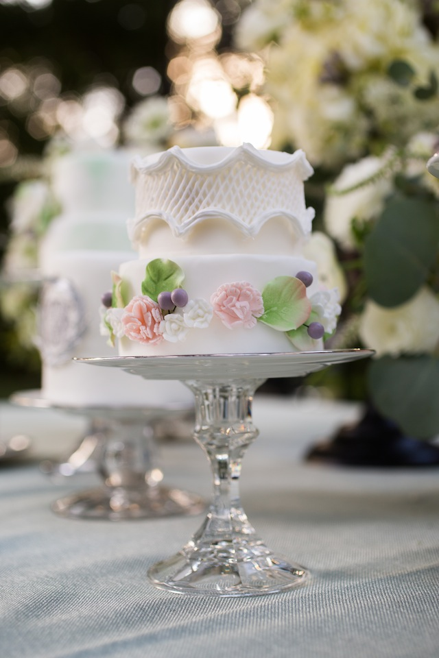 Graden wedding cake ⎪Laurie Perez Photography ⎪ see more on: http://burnettsboards.com/2015/08/mint-garden-wedding/