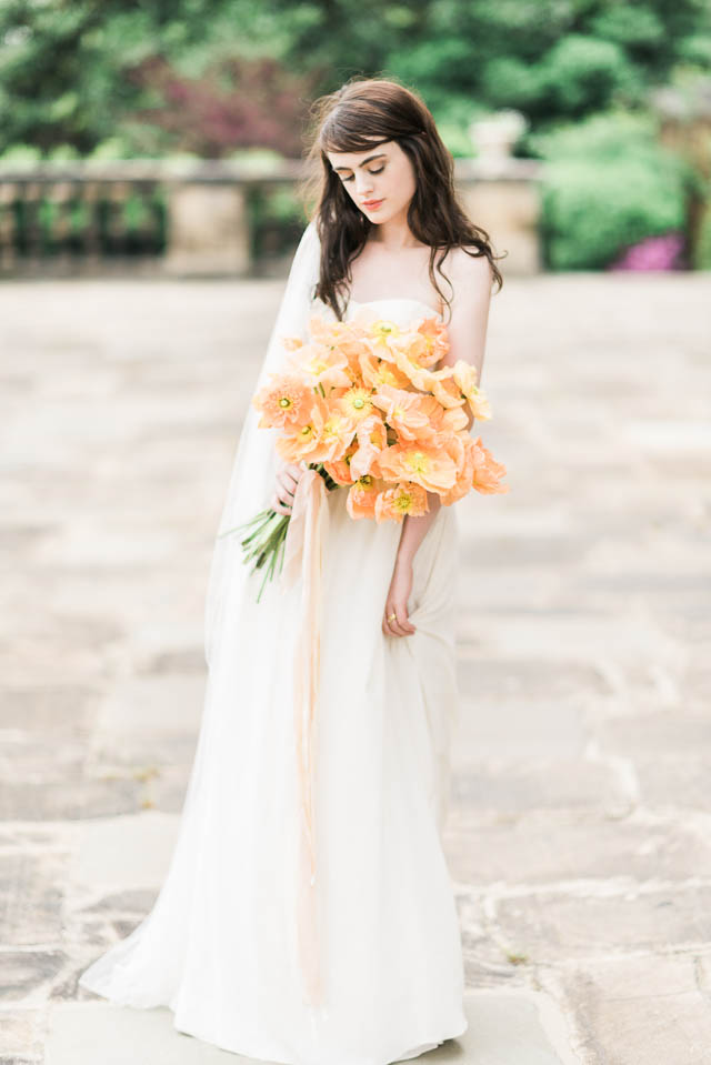 Pale orange poppy bouquet ⎪Elizabeth Fogarty Photography ⎪see more on: http://burnettsboards.com/2015/08/ethereal-virginia-wedding/