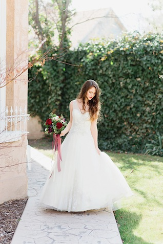Classic wedding dress ⎪Stephanie Sunderland Photography⎪see more on: http://burnettsboards.com/2015/08/romantic-jewel-toned-bridal-session/