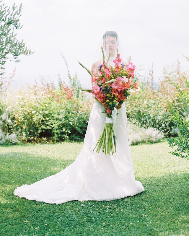 Colorful, oversized bridal bouquet ⎪Igloo Photo ⎪ see more on: http://burnettsboards.com/2015/08/tuscan-wedding-touch-whimsy/
