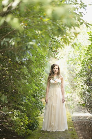 Fresh flower necklace ⎪Laura Fulmer ⎪see more on: http://burnettsboards.com/2015/08/naturally-beautiful-wedding-dresses/