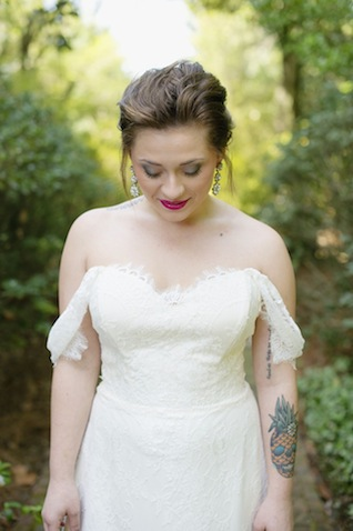 Off the shoulder wedding dress ⎪Laura Fulmer ⎪see more on: http://burnettsboards.com/2015/08/naturally-beautiful-wedding-dresses/
