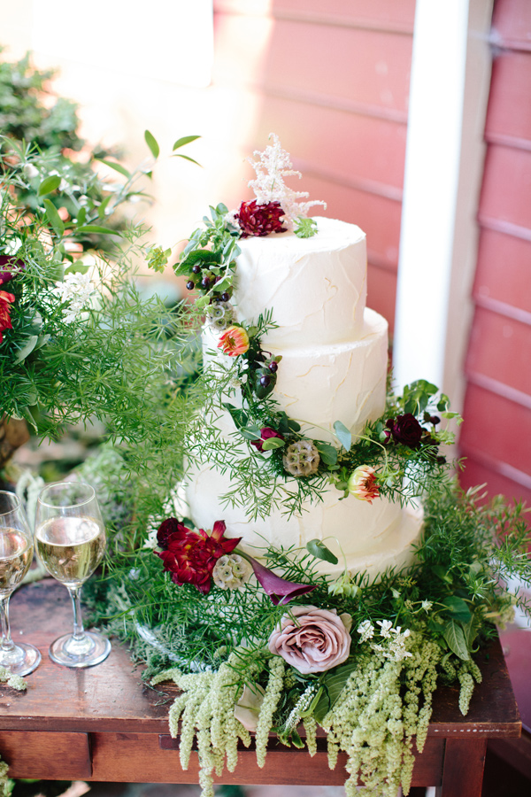 garden wedding cake - photo by Chelsea Anderson Photography http://ruffledblog.com/crimson-bohemian-wedding-inspiration