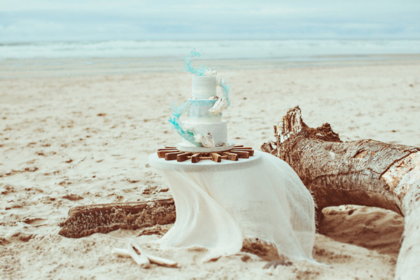 cake table - photo by Hazelwood Photo http://ruffledblog.com/lincoln-city-beach-wedding-editorial