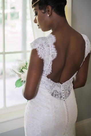 Lace wedding dress | Sarah Hooker Photography | see more on: http://burnettsboards.com/2015/09/art-deco-wedding-asheville/