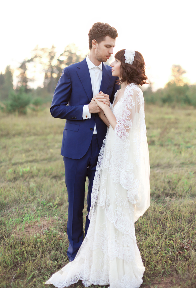 Romantic wedding portraits | Ann Imagines | see more on: http://burnettsboards.com/2015/09/portraits-bride-groom/