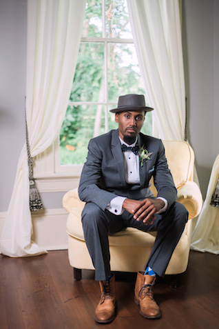 Art deco groom | Sarah Hooker Photography | see more on: http://burnettsboards.com/2015/09/art-deco-wedding-asheville/