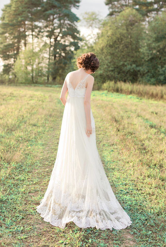 Lace Pronovias wedding dress | Ann Imagines | see more on: http://burnettsboards.com/2015/09/portraits-bride-groom/