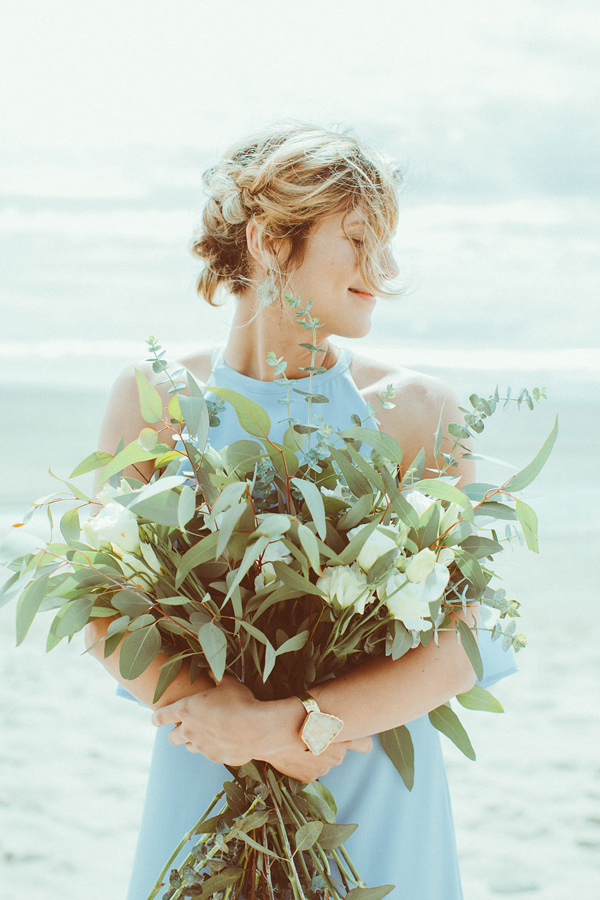 lush bouquet - photo by Hazelwood Photo http://ruffledblog.com/lincoln-city-beach-wedding-editorial