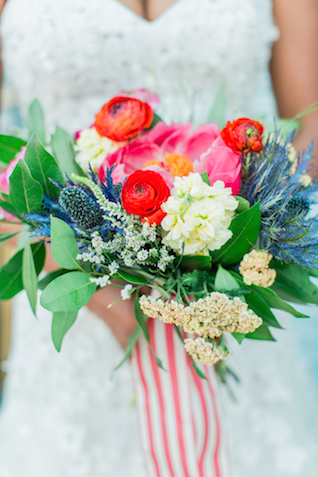 Colorful bridal bouquet | Sweetness and Light Photography | see more on: http://burnettsboards.com/2015/09/host-networking-party/