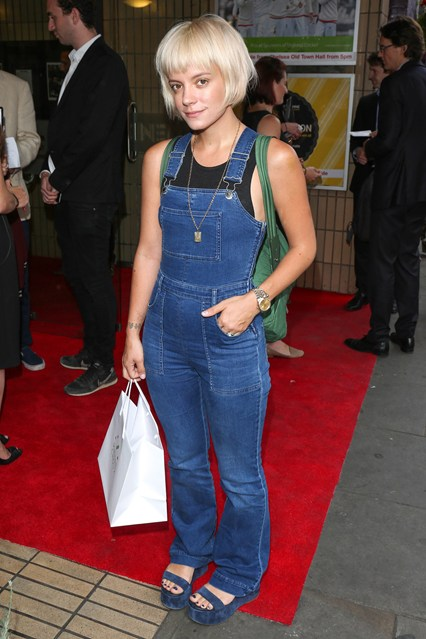 Dungaree Outfits Ideas (22)