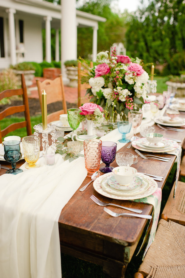 Vintage Southern wedding tablescape ⎟ Suburbanite Photography⎟ see more on: http://burnettsboards.com/2015/09/southern-garden-affair/