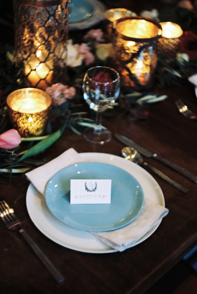 Southern wedding place setting ⎪Jonathan Kohn⎪see more on: http://burnettsboards.com/2015/09/demure-southern-wedding-home/