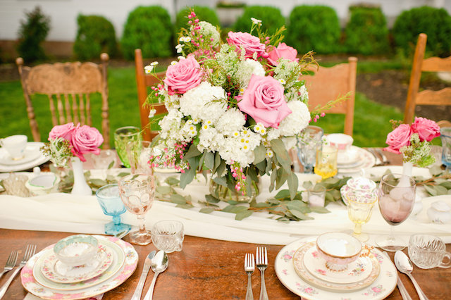 Pink rose centerpiece ⎟ Suburbanite Photography⎟ see more on: http://burnettsboards.com/2015/09/southern-garden-affair/