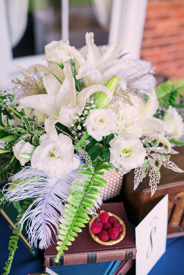 White floral centerpiece | Sarah Hooker Photography | see more on: http://burnettsboards.com/2015/09/art-deco-wedding-asheville/