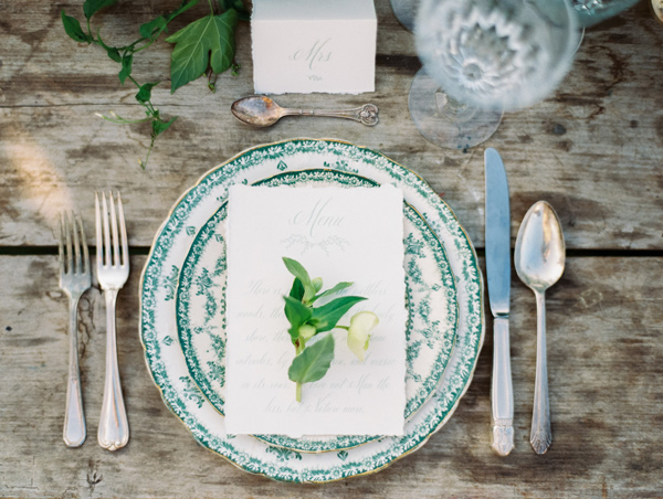 place setting - photo by Wedding Nature Photography http://ruffledblog.com/elegant-vineyard-wedding-inspiration