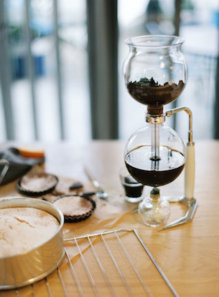 Coffee station | l'Artisan Photographe | see more on: http://burnettsboards.com/2015/09/urban-alpine-wedding-inspiration-shoot/