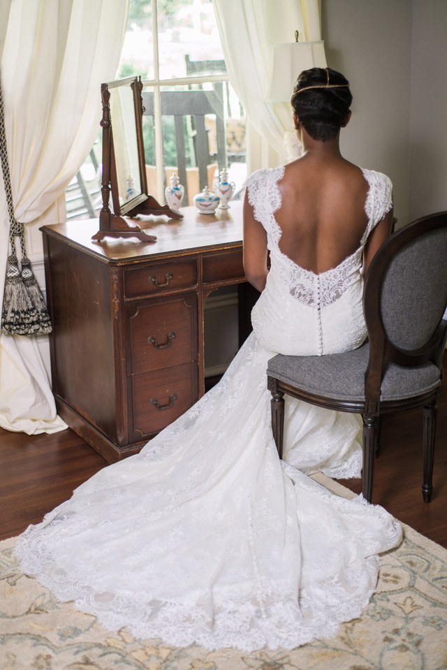 Classic lace wedding dress | Sarah Hooker Photography | see more on: http://burnettsboards.com/2015/09/art-deco-wedding-asheville/