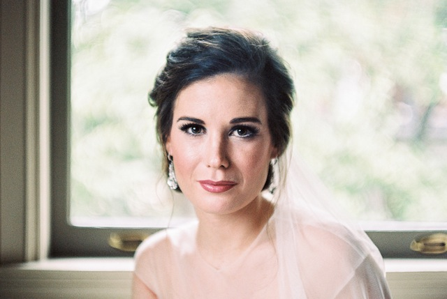 Classic wedding makeup ⎪Jonathan Kohn⎪see more on: http://burnettsboards.com/2015/09/demure-southern-wedding-home/