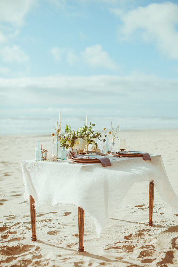 beach wedding table - photo by Hazelwood Photo http://ruffledblog.com/lincoln-city-beach-wedding-editorial