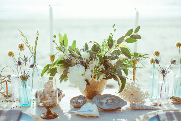 tablescape - photo by Hazelwood Photo http://ruffledblog.com/lincoln-city-beach-wedding-editorial