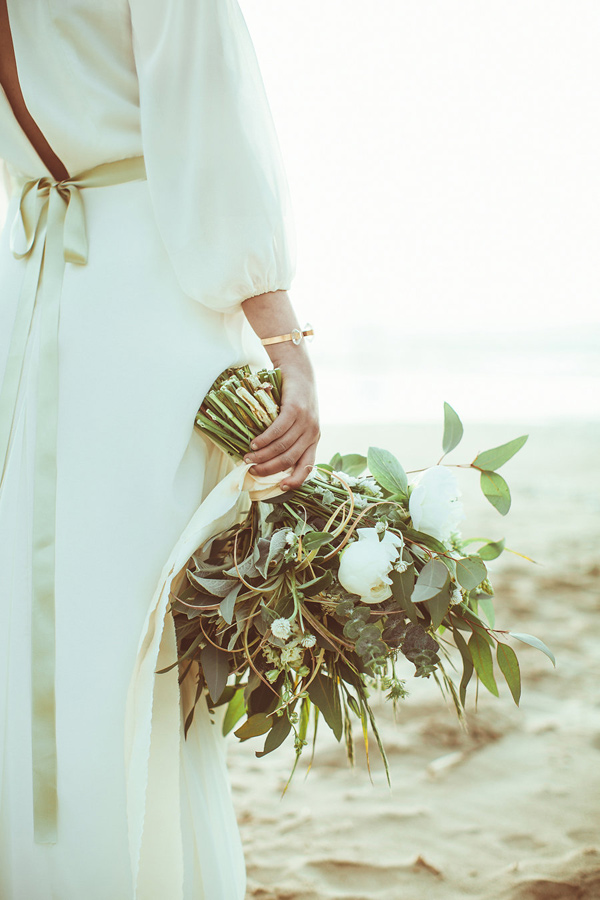 green bouquet - photo by Hazelwood Photo http://ruffledblog.com/lincoln-city-beach-wedding-editorial