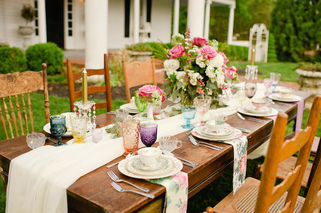 Colorful vintage tablescape ⎟ Suburbanite Photography⎟ see more on: http://burnettsboards.com/2015/09/southern-garden-affair/