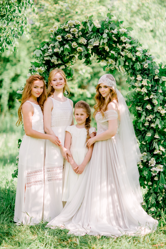 Bride, bridesmaids, and flower girl | Olga Siyanko | see more on: http://burnettsboards.com/2015/09/lilac-lemon/