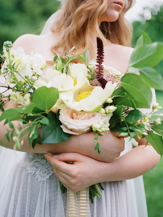 Peony and rose bouquet | Olga Siyanko | see more on: http://burnettsboards.com/2015/09/lilac-lemon/