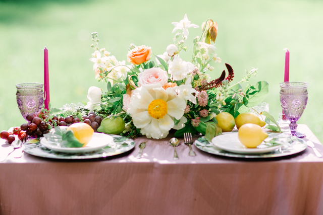Peony and garden rose centerpiece | Olga Siyanko | see more on: http://burnettsboards.com/2015/09/lilac-lemon/