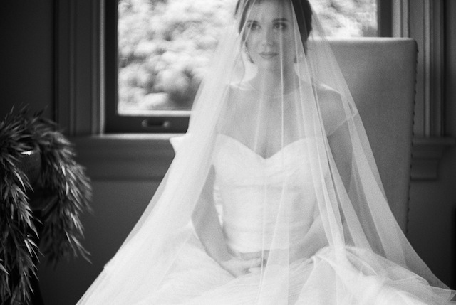 Drop veil ⎪Jonathan Kohn⎪see more on: http://burnettsboards.com/2015/09/demure-southern-wedding-home/