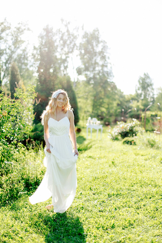 Springtime bridal session | Sergey Ulanov | see more on: http://burnettsboards.com/2015/09/springtime-toile-de-jouy-bridals/