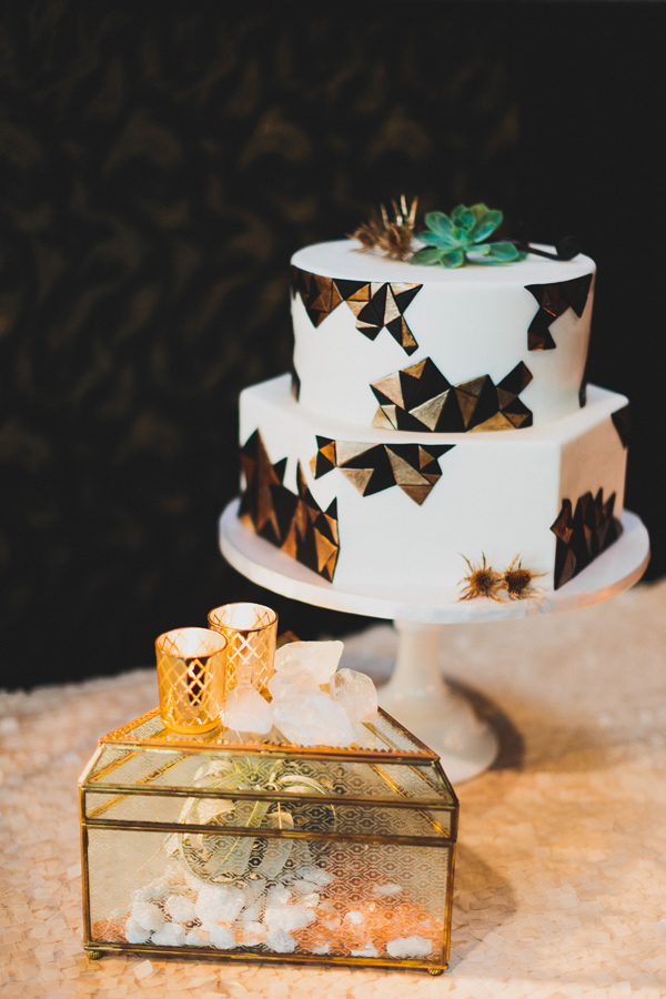 modern wedding cake - photo by Chaz Cruz http://ruffledblog.com/boho-glam-wedding-in-colorado