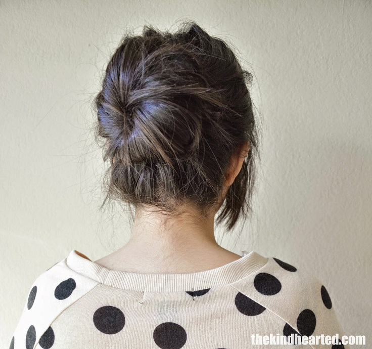loose and messy bun