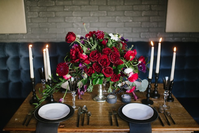 Red floral centerpiece ⎟Andy Barnhart Photography ⎟ see more on: http://burnettsboards.com/2015/10/black-swan-wedding/