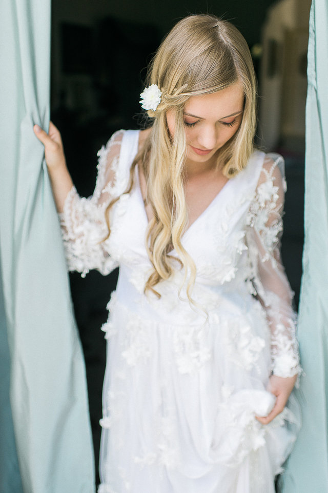 Wavy hair | Alexandra Vonk | see more on: http://burnettsboards.com/2015/10/dream-wedding-italy/