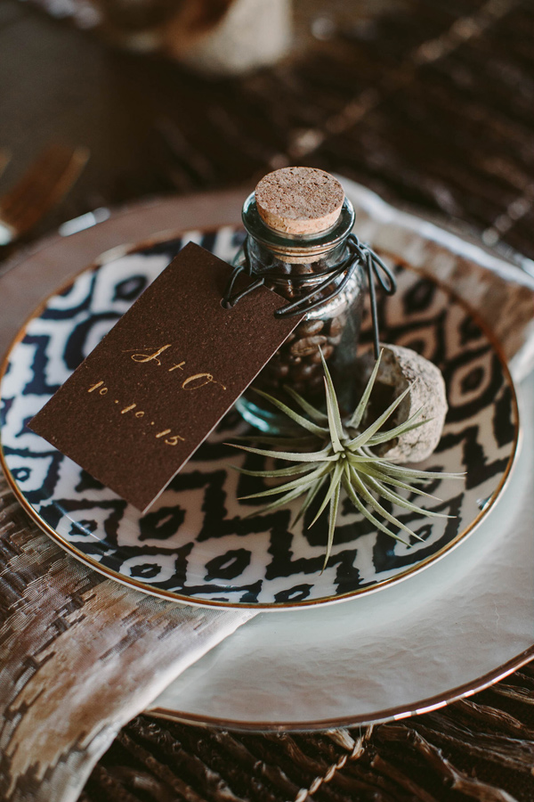 safari inspired wedding - photo by Megan Saul Photography http://ruffledblog.com/modern-safari-wedding-inspiration